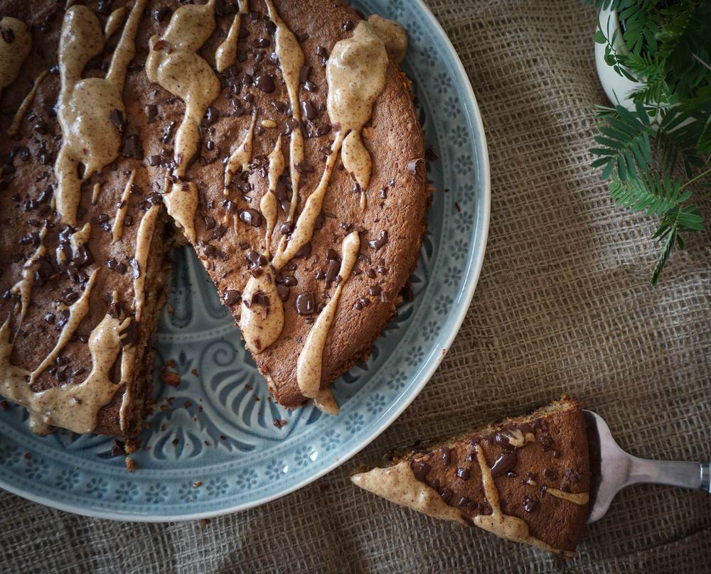 mallorquinischer mandelkuchen mit schokolade